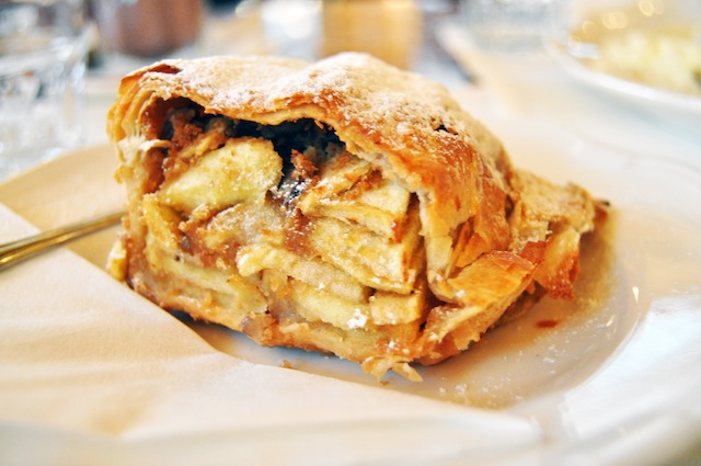 apple strudel Cafe Central