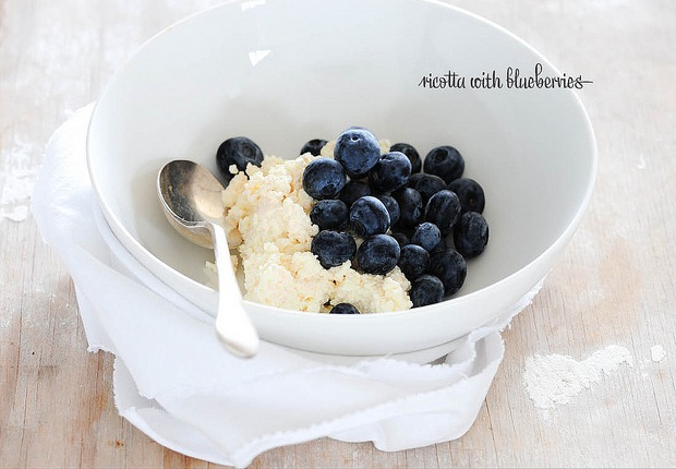 ricotta with blueberries